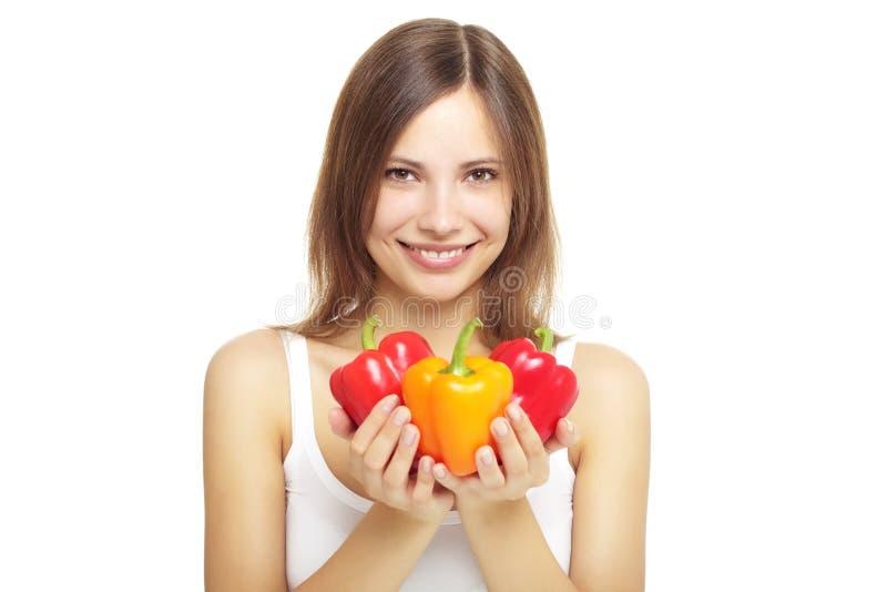 Menina com pimentas de sino imagem de stock
