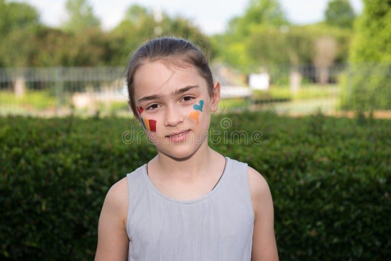 Menina com pintura da cara fotografia de stock royalty free