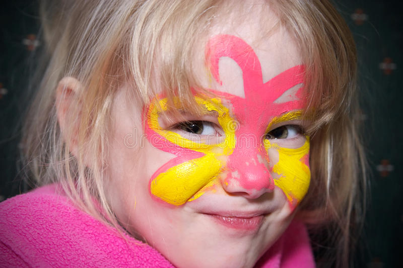 Menina com pintura da face foto de stock royalty free
