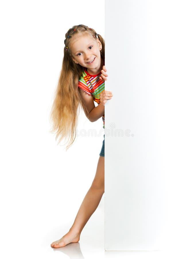 Menina com placa branca imagens de stock