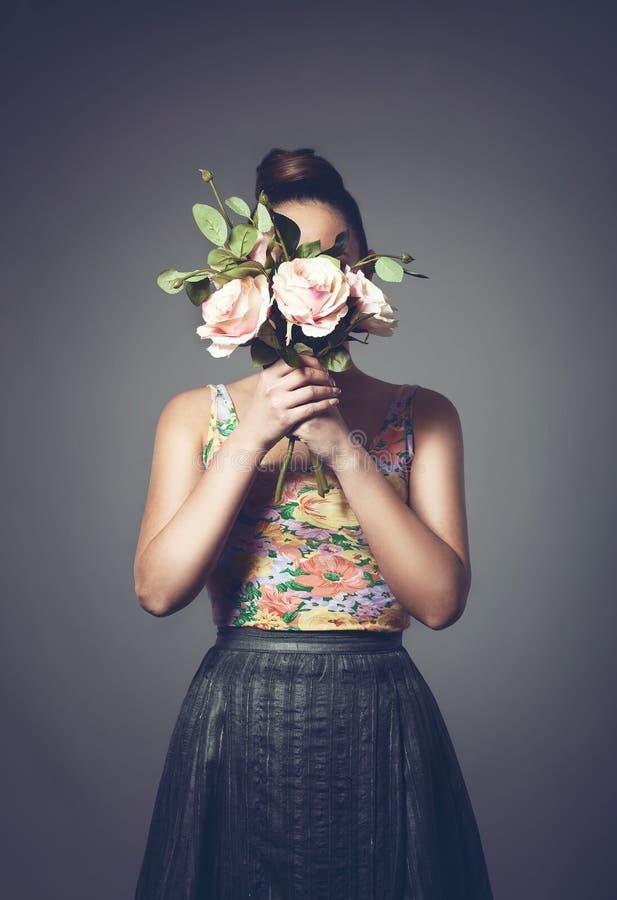 Menina com ramalhete fotografia de stock