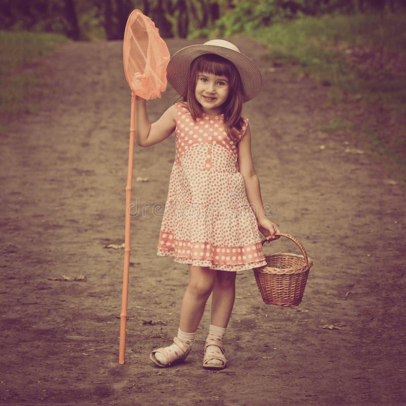 Menina com rede da borboleta foto de stock