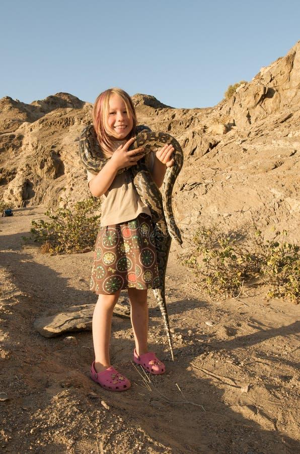 Menina com serpente fotografia de stock