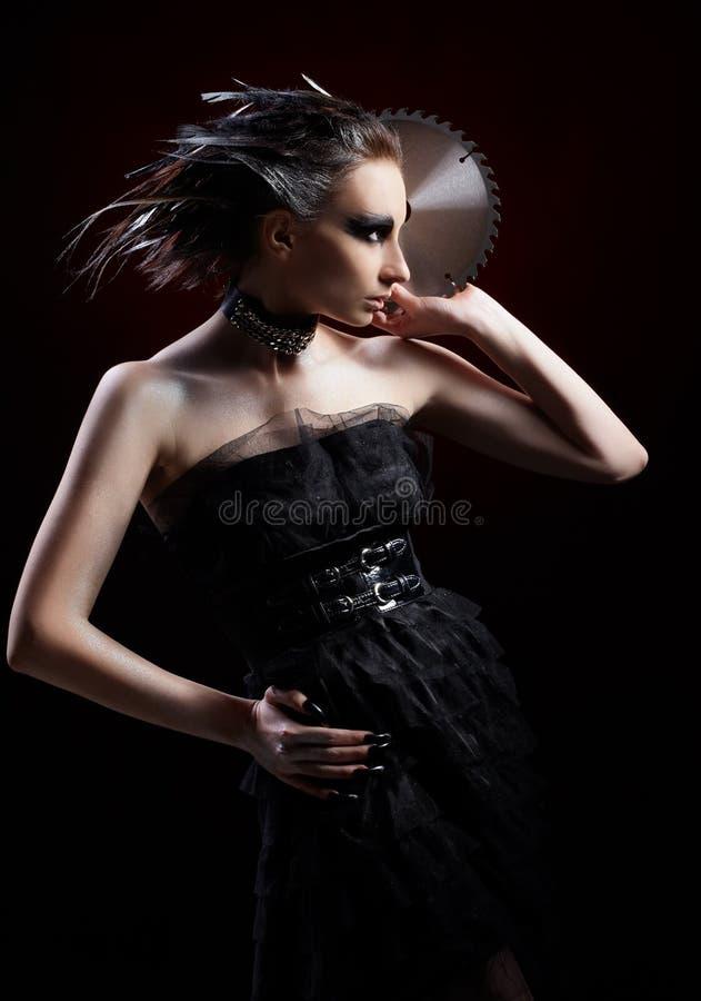 Menina com serra circular fotografia de stock royalty free