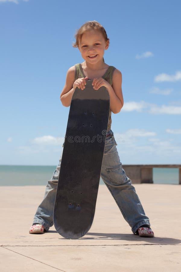 Download Criança com skate imagem de stock. Imagem de alegria - 29845955