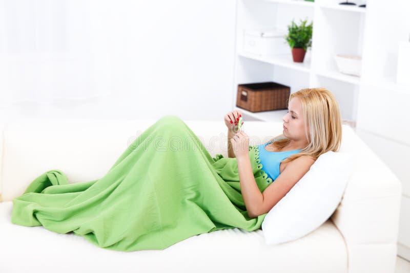 Menina com termômetro imagem de stock royalty free