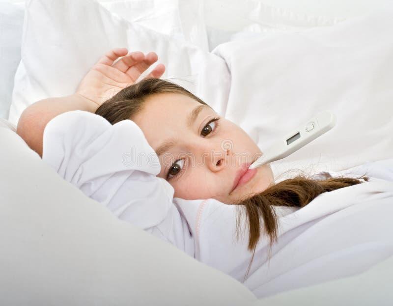 Menina com termômetro fotos de stock royalty free