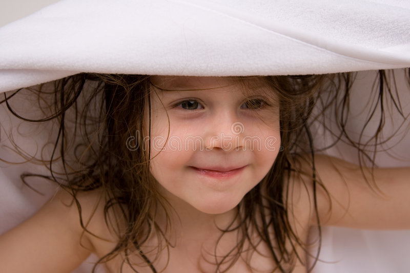 Menina com toalha fotos de stock royalty free