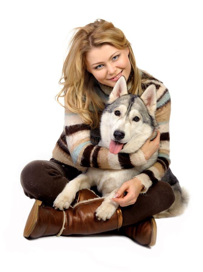 Menina com um cão imagens de stock