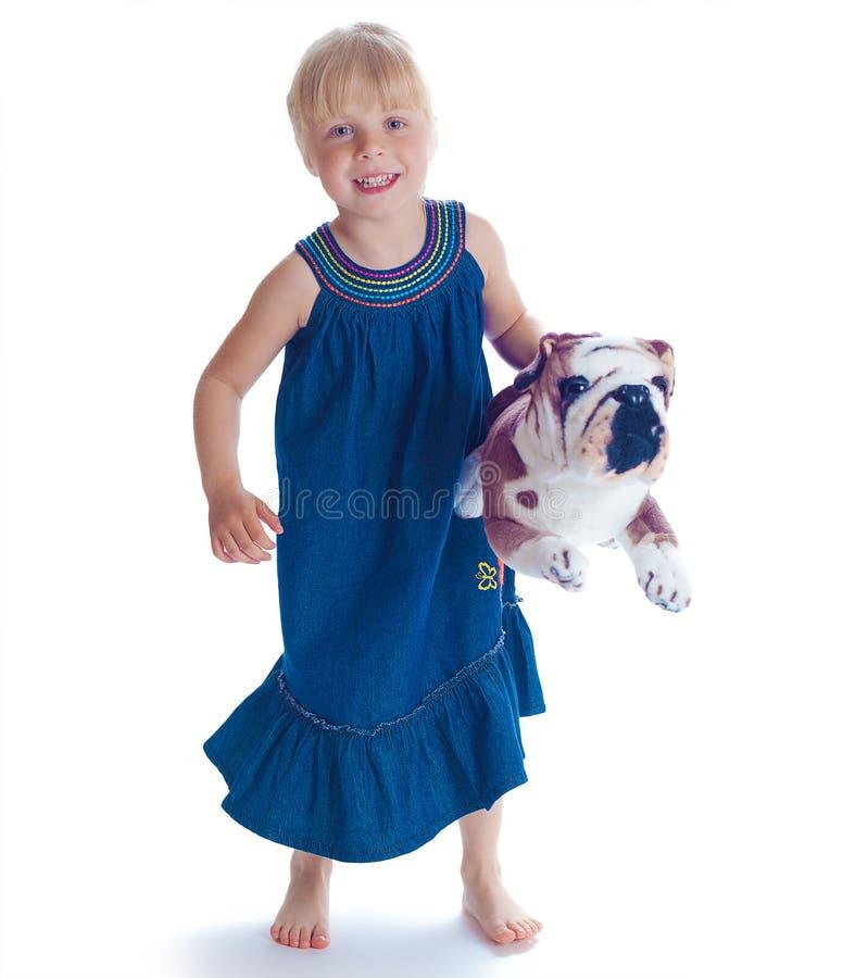 A menina com um cão de brinquedo foto de stock royalty free