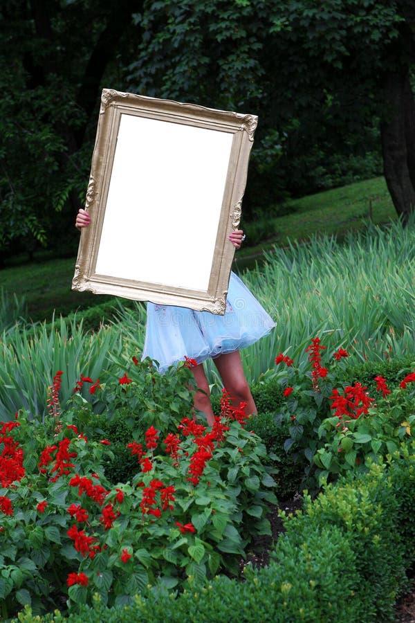 Menina com um frame da foto foto de stock royalty free