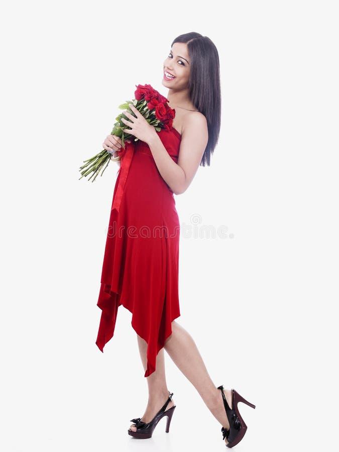 Menina com um grupo de flores cor-de-rosa imagem de stock royalty free