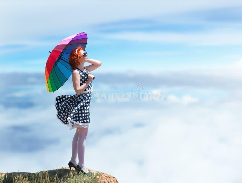Menina com um guarda-chuva colorido fotografia de stock royalty free