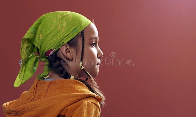 Menina com um kerchief verde foto de stock royalty free