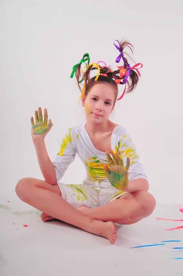 Menina com um penteado engraçado fotografia de stock
