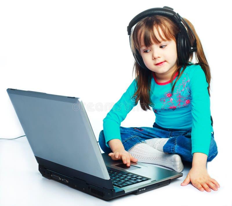 Download Menina com um portátil imagem de stock. Imagem de filha - 12809861
