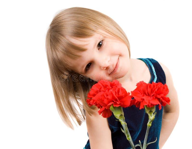 Menina com um ramalhete dos cravos fotos de stock royalty free