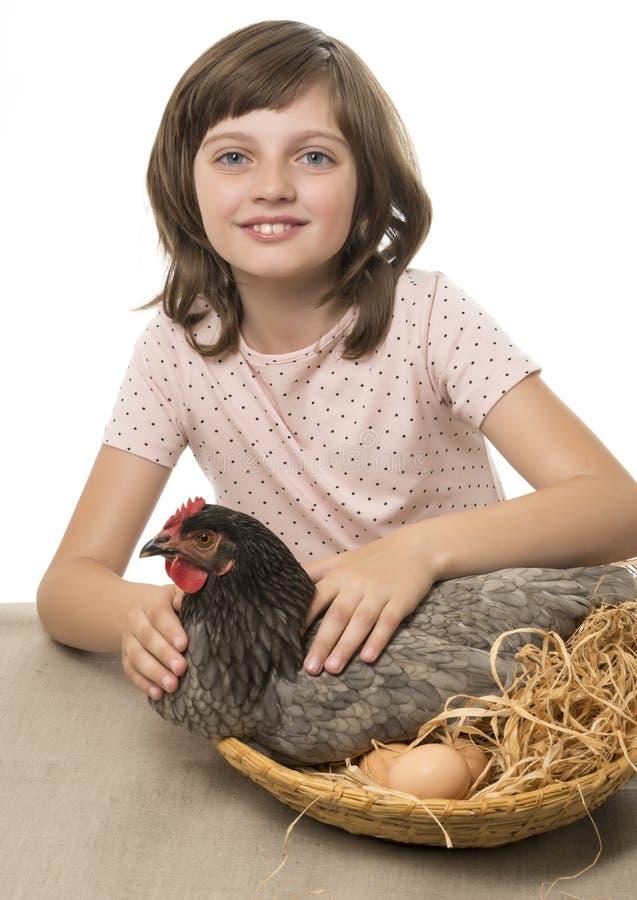 Menina com uma galinha (galinha) fotos de stock royalty free