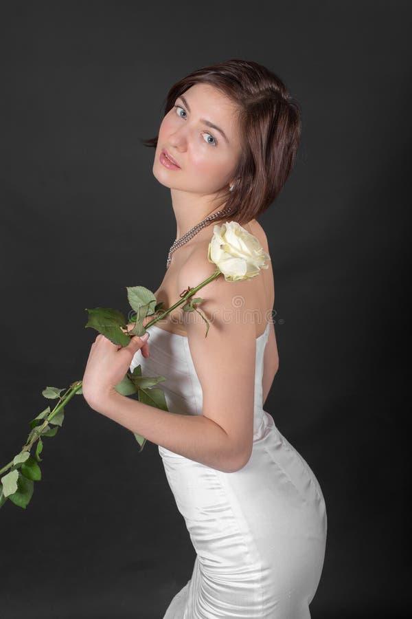 Menina com uma rosa imagem de stock