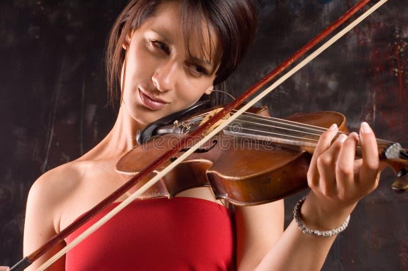 Menina com violino imagens de stock royalty free