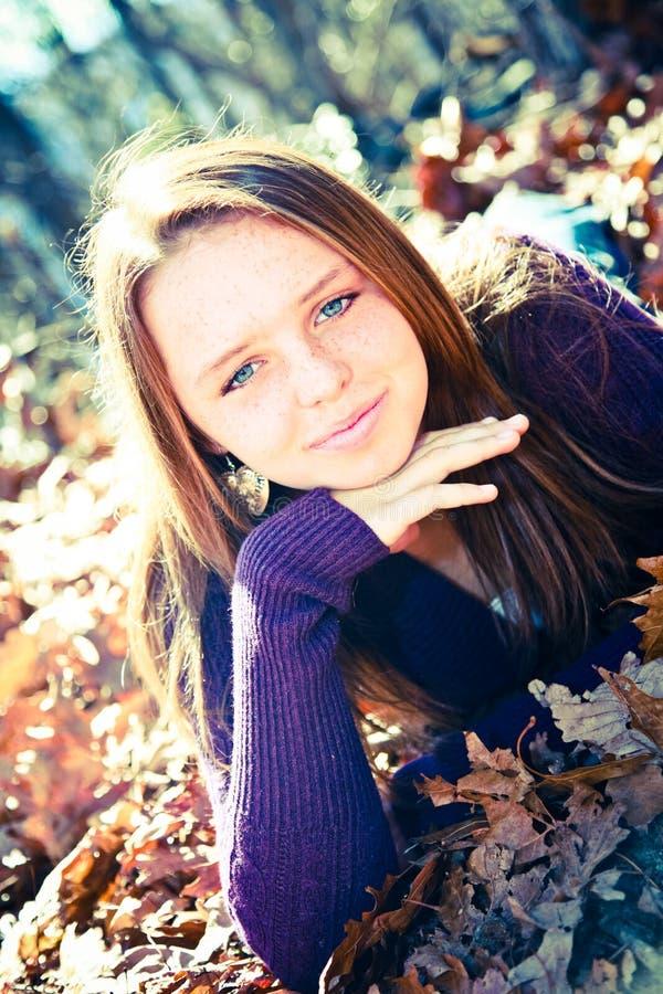 Menina consideravelmente adolescente foto de stock royalty free