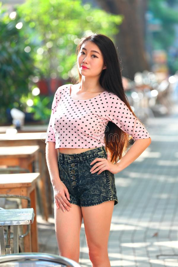 Menina consideravelmente asiática fotografia de stock