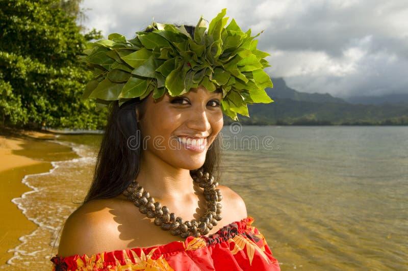 Menina consideravelmente havaiana imagem de stock