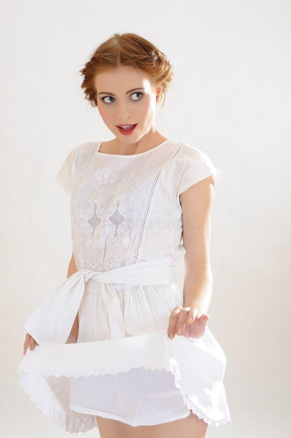 Menina consideravelmente sensual do verão com composição natural imagem de stock royalty free