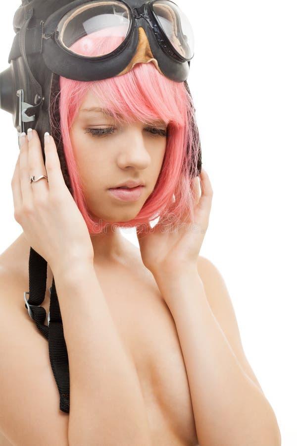 Menina cor-de-rosa do cabelo no capacete do aviador fotografia de stock royalty free