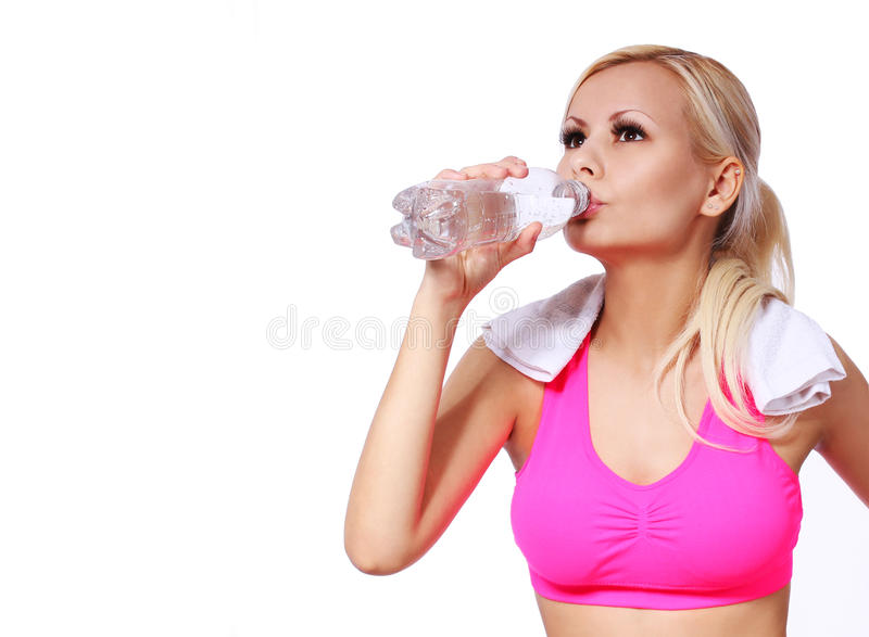 Menina da aptidão com garrafa de água e toalha fotografia de stock
