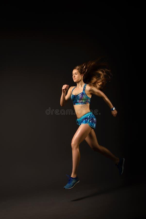 Menina da aptidão no azul fotografia de stock royalty free