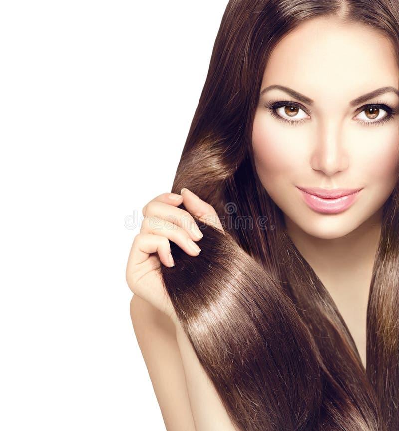 Menina da beleza com cabelo marrom saudável imagens de stock