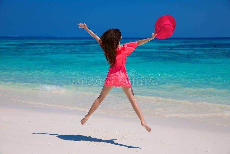 Menina da beleza Conceito da praia da liberdade da felicidade da felicidade apreciação B fotos de stock royalty free