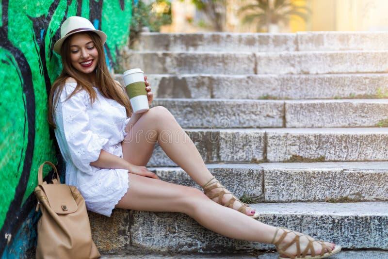 Menina da cidade no conceito do verão foto de stock royalty free
