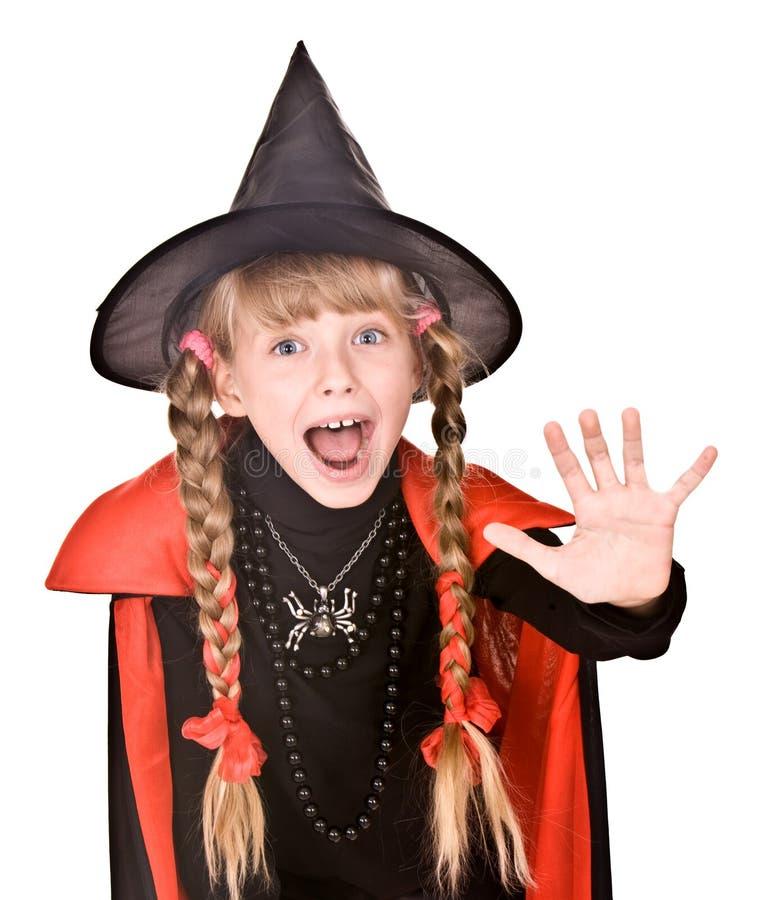 Menina da criança na bruxa de Halloween do traje, batente da mão imagens de stock