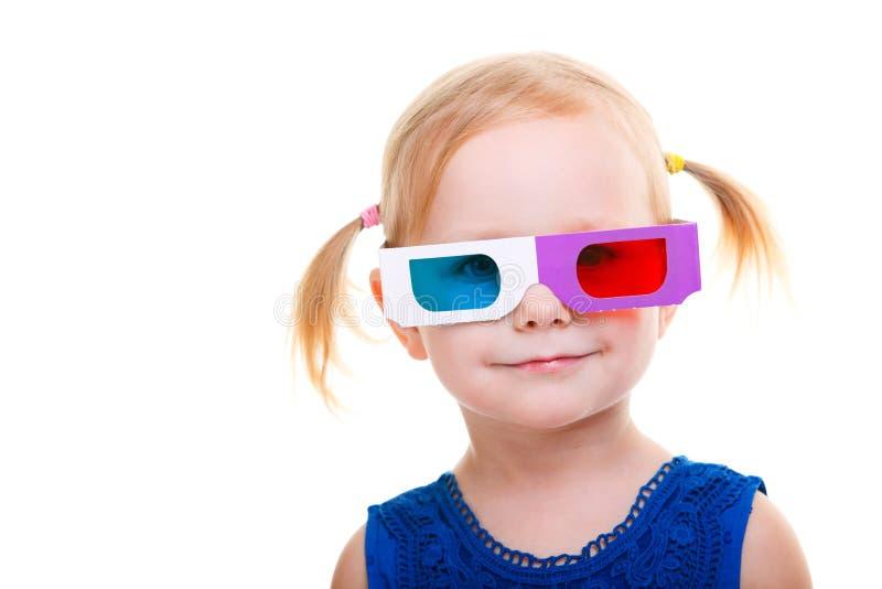Menina da criança que desgasta os vidros 3D foto de stock royalty free