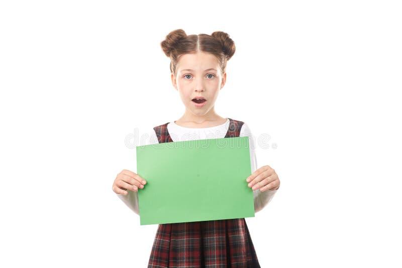 Menina da escola que guarda o papel vazio fotos de stock royalty free