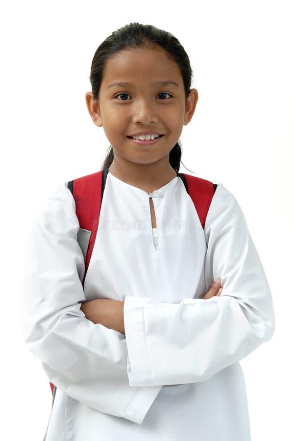 A menina da escola traz o saco foto de stock