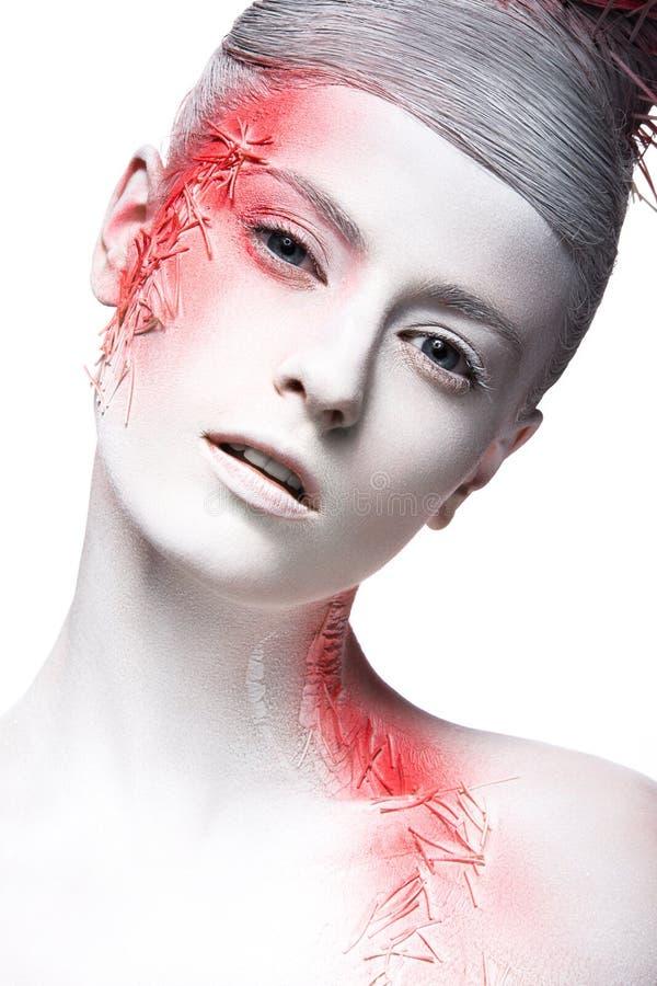 Menina da forma da arte com pintura branca da pele e do vermelho sobre foto de stock royalty free