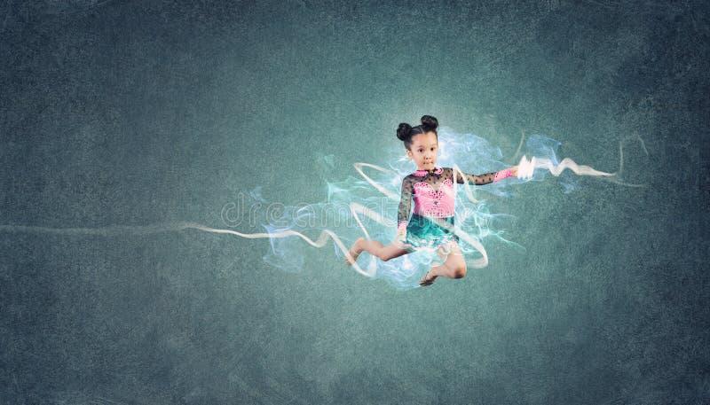 Menina da ginasta fotografia de stock royalty free