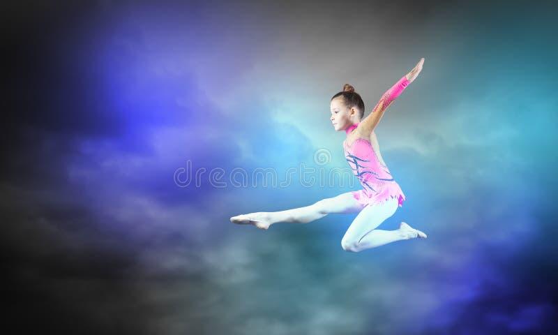 Menina da ginasta foto de stock royalty free