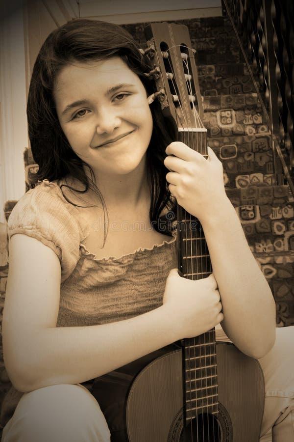 Menina da música preto e branco fotografia de stock