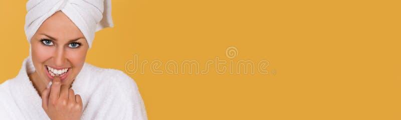 Menina da mulher na veste em termas da saúde e da beleza fotos de stock royalty free
