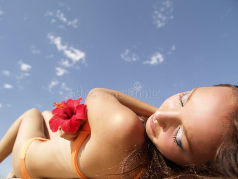 Menina da praia foto de stock royalty free