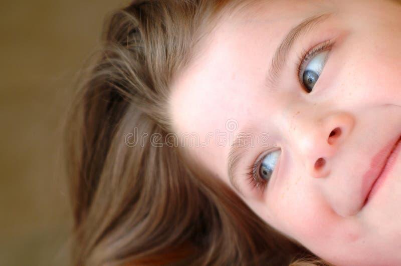 Menina de canto das crianças fotos de stock royalty free