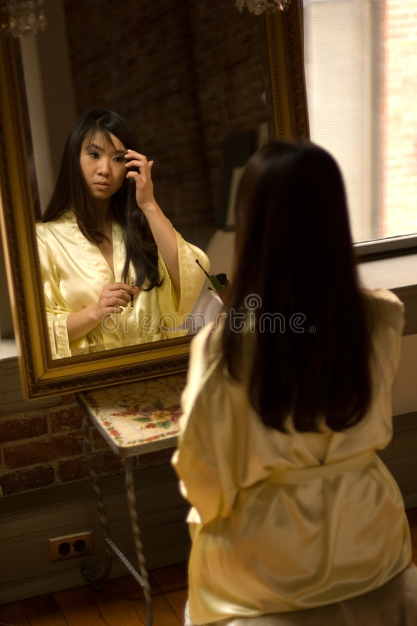 Menina de composição - sobrancelha fotografia de stock royalty free