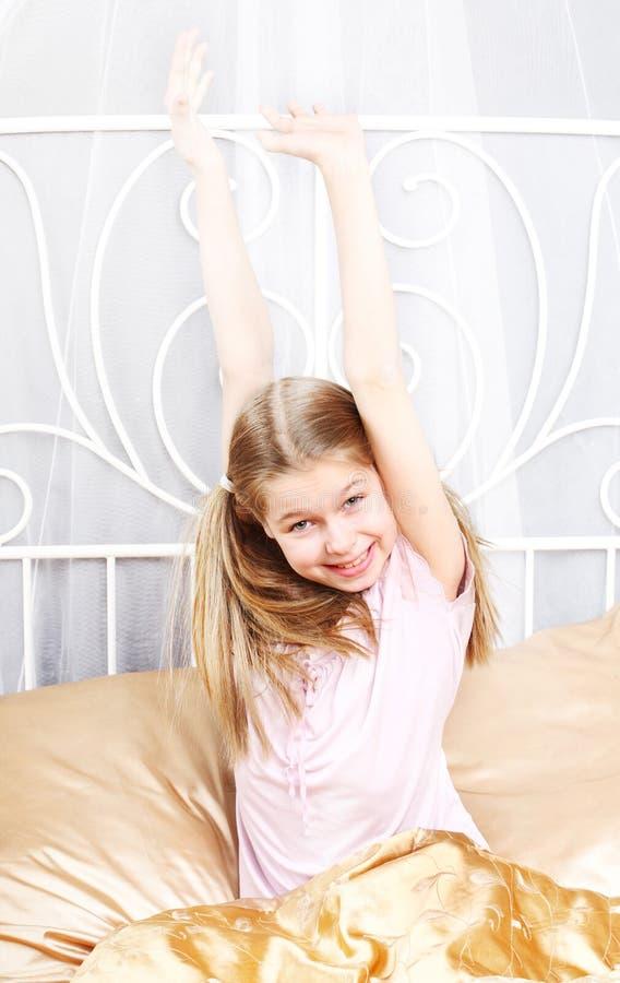 A menina de dez anos acordou fotos de stock royalty free