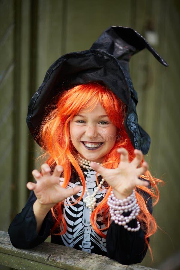 Menina de Dia das Bruxas imagem de stock