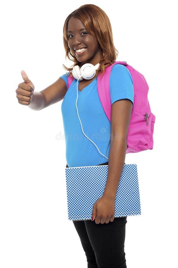 Download Menina De Faculdade Africana à Moda Que Mostra Os Polegares Acima Imagem de Stock - Imagem de moderno, fundo: 26509733