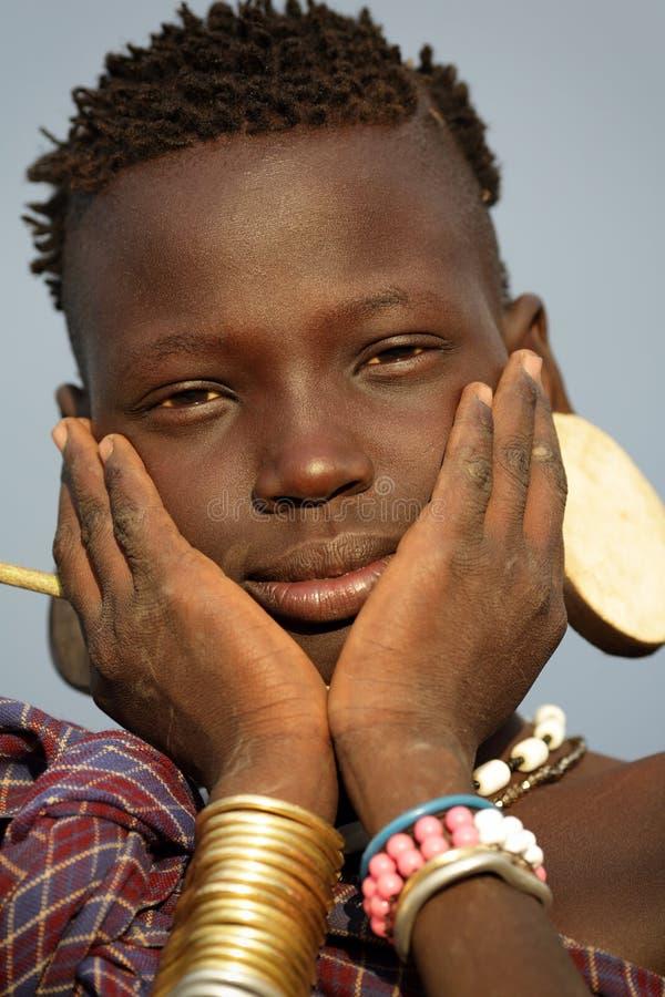 Menina de Mursi em Omo sul, Etiópia imagens de stock